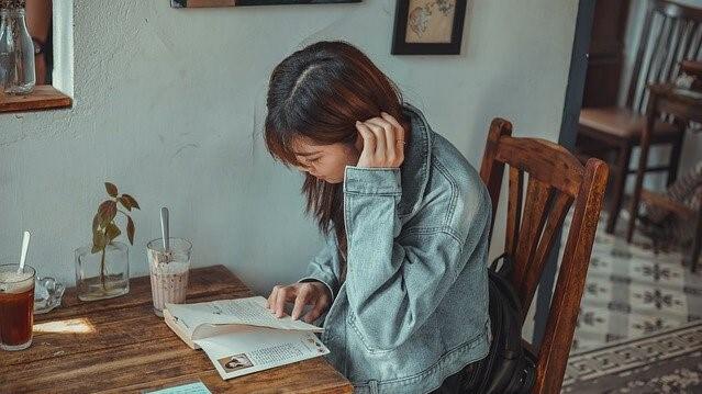 新卒がすぐに仕事を辞めることのデメリットとリスク